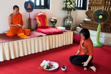 Chiang Mai-Wat Duang Dee offering.