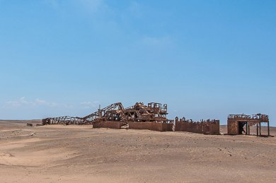 Skeleton Coast-drilling wreck.