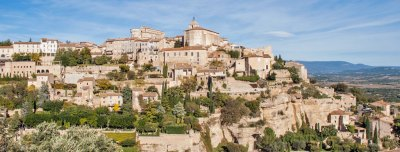 Gordes boasts one of the most famous panoramas of the Lubéron.