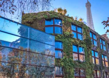 Paris-Branly facade.