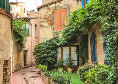 Ancient  cottages can still be found in the narrow backstreets of the old town.