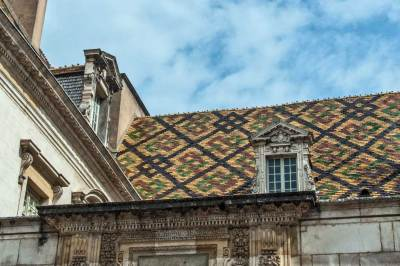 Dijon-Polychrome tiles.