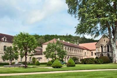 Fontenay-Monastery.