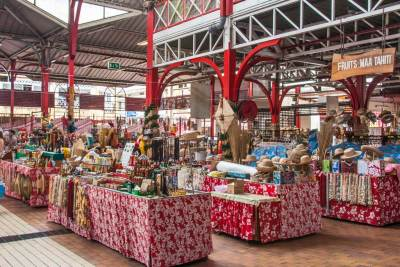 A large seetion of Le Marché is dedicated local crafts, and a favorite with the tourists.