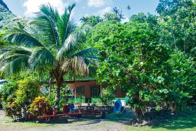 Along the Royal Road, the village of Hapatoni is nestled in coconut groves.