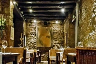 Barcelona-Academia dining room.