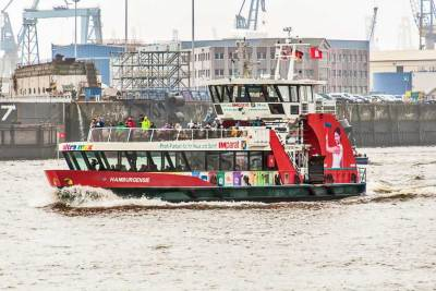 A ride on public ferry 62 is a great way to experience the port of Hamburg.