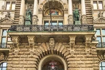 Hamburg Rathaus-Portal Detail.