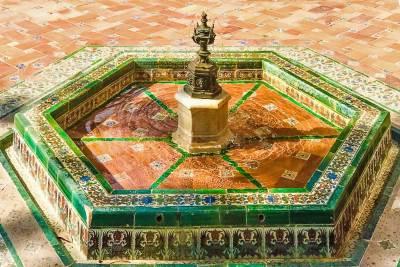 Fountains of the Alcázar (2).