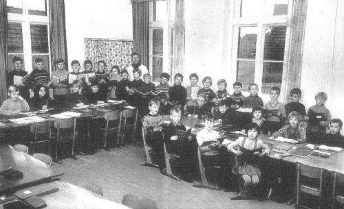 Joshofen bei Neuburg an der Donau  Alte Schule