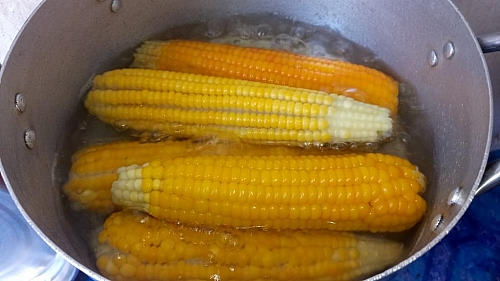 Boiling Corn on the Cob: How to Boil Corn on the Cob   How ...
