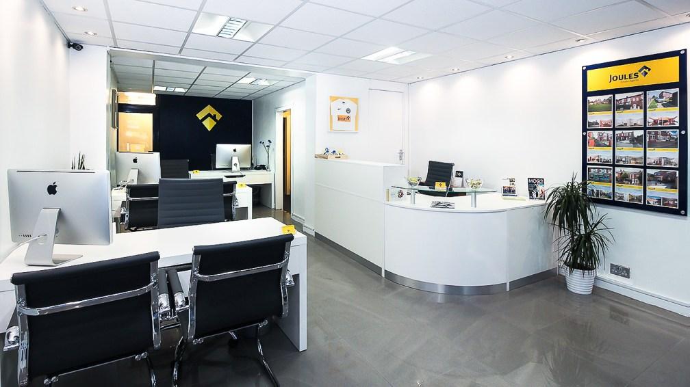 1366px-office-interior