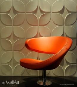 Fauteuil rétro devant un mur en relief 3D