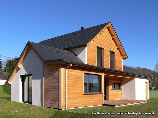 Maison boi savec revêtement mixte bois naturel et enduit