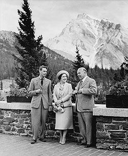 Prime Minister Mackenzie King with King George VI and Queen Elizabeth