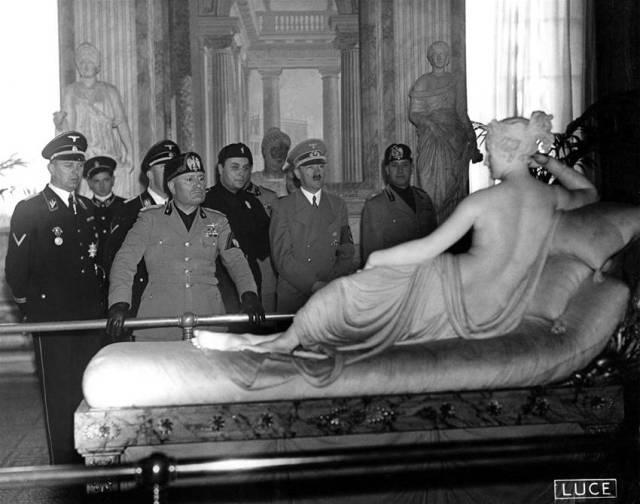4.Mussolini e Hitler a villa Borghese