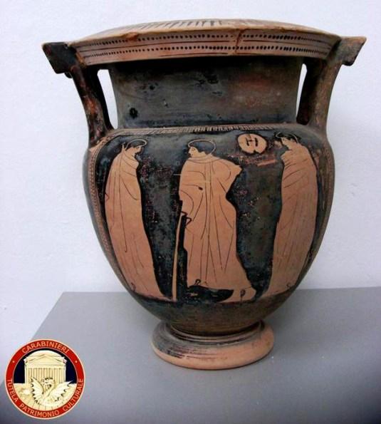 Carabinieri sequestrano sequestrano cratere attico del V sec. a.C.