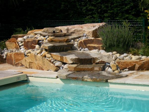 Une piscine dans un jardin en pente  Cest possible