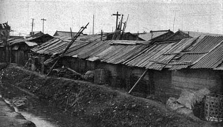 Les bidonvilles le long de la rivière Arakawa