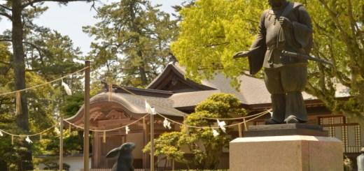 Statues représentant l'épisode de la rencontre d'Ōkuninushi et du lapin d'Inaba – Photo prise au grand sanctuaire d'Izumo (Izumo Taisha) - Blog Découvrez Matsue