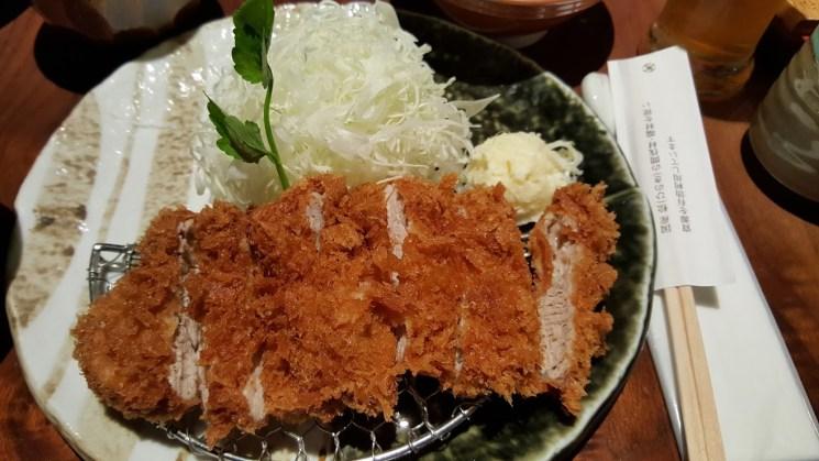 Le porc pané est une spécialité japonaise qui séduit les palais des visiteurs. Crédits : igoiseeishoot