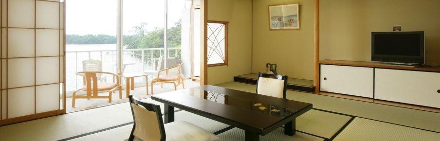 Dans un style traditionnel, l'hôtel Amanohashidate propose des chambres confortables avec une vue sur la plage. Crédits : Hankyu-Hanshin-Daiichi Hotel Group