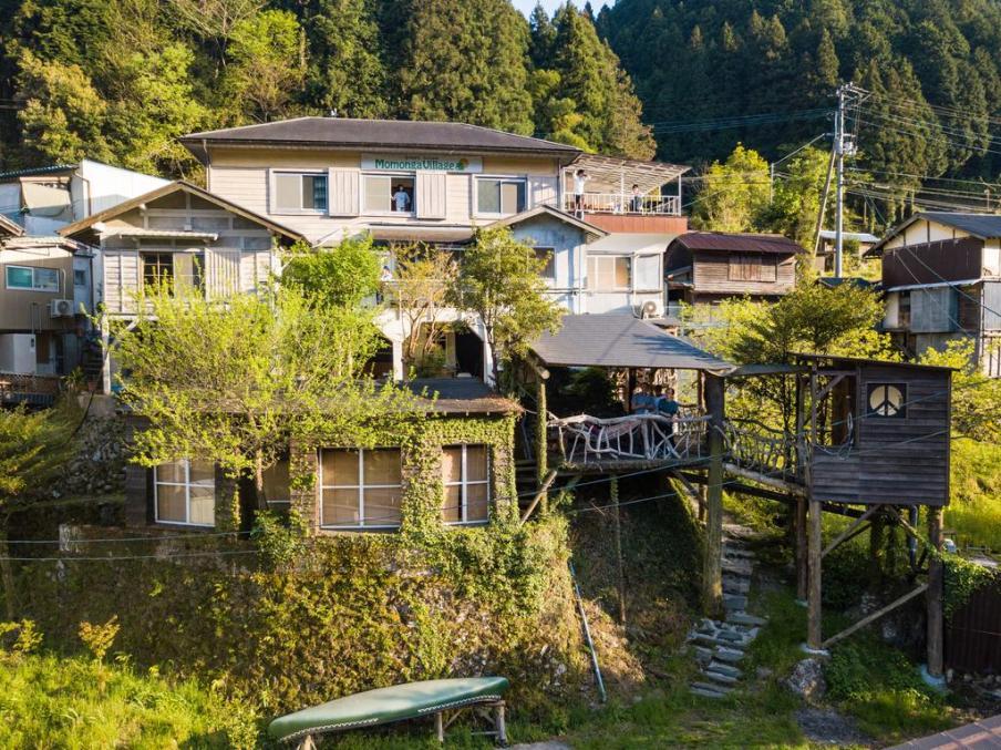 Momongo Village