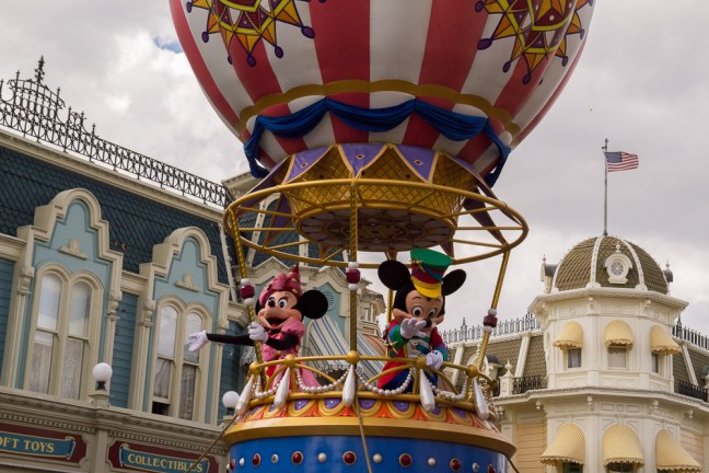 Disney_World-parade
