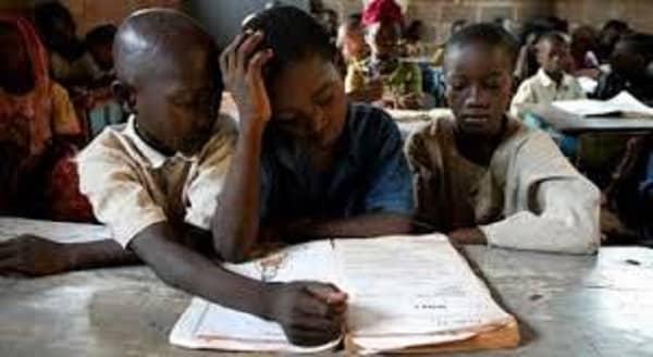 enfants en âge d aller à l'école