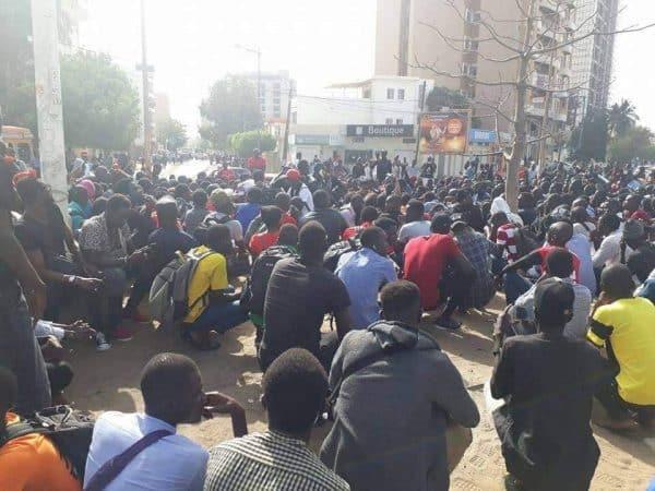 Sit-in des étudiants à l'Ucad
