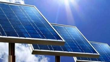 Cleaner solar panel