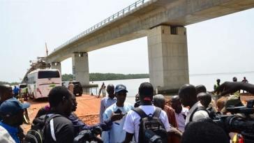 pont sur le fleuve Gambie