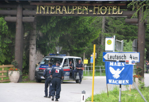Protestation-à-l'Interalpen-Hotel,-Bilderberg-2015-©-Jan-Cyril-Salemi