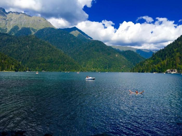 lake-ritsa-abkhazia