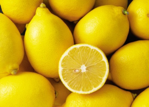 Healing Benefits of Drinking Lemon Water