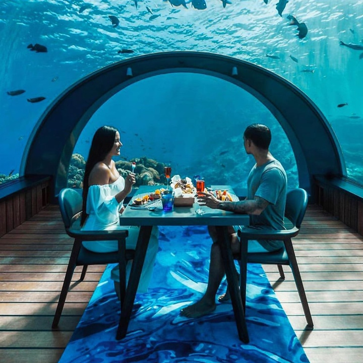 underwater dinner