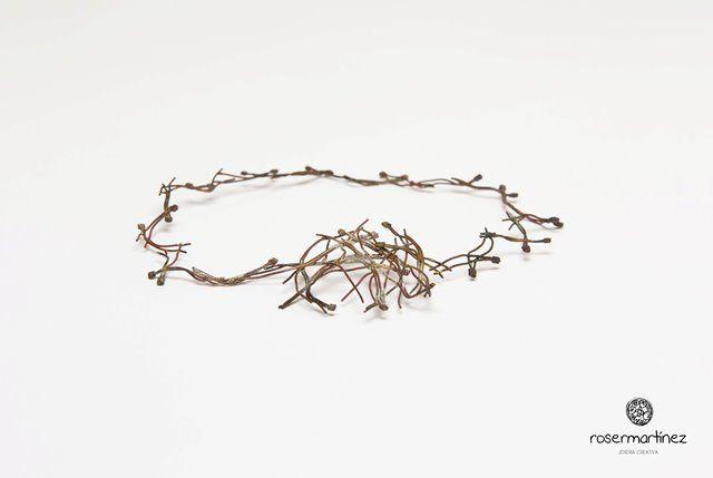 Roser Martínez - Collar hojas de pino
