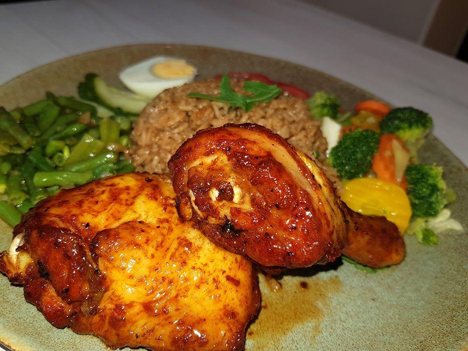 Surinaamse eten in Hoofddorp, onze populaire Caribbean Grilled Chicken .