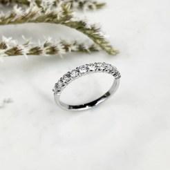 Anillo compromiso media alianza diamantes