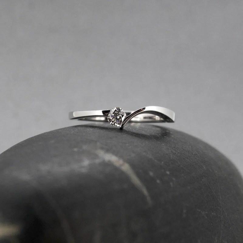 anillo de compromiso oro blanco y diamante en Zaragoza