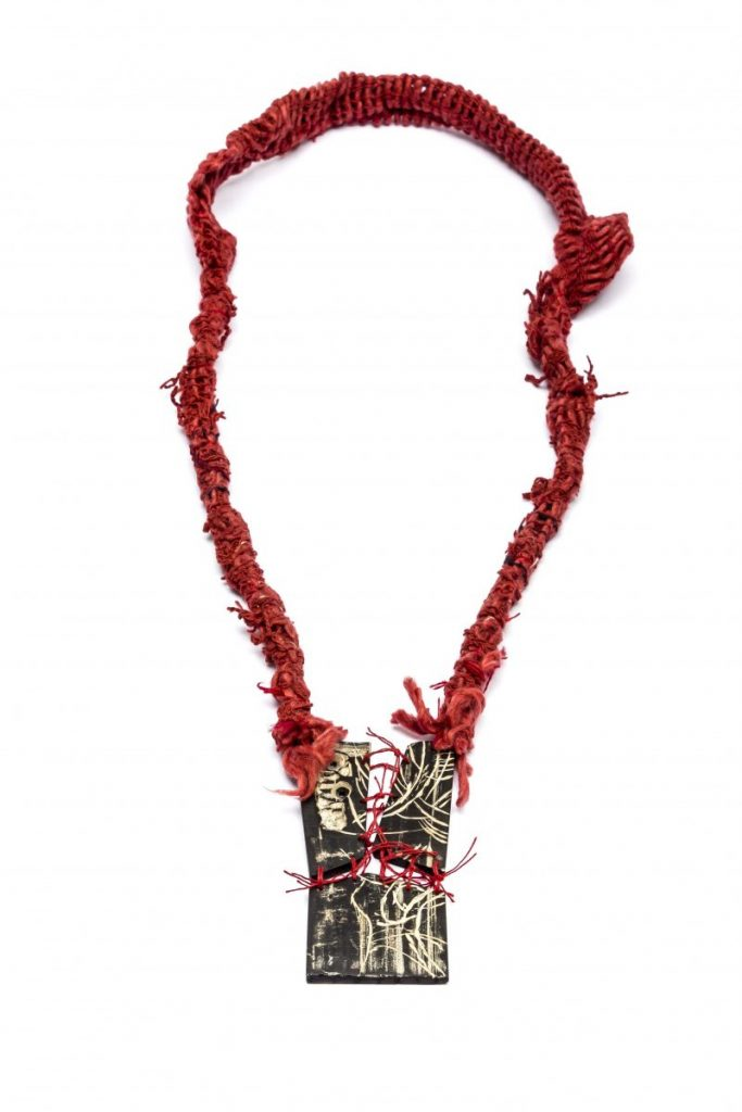 Valeria Dowding - Collar Rojo Hilos