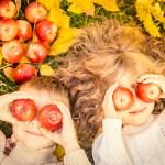 5 tips om gezellig met de kinderen naar buiten te gaan in de herfst