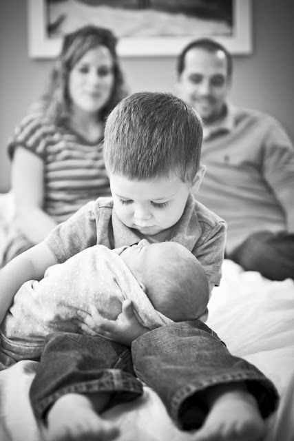@Gwen Cox - can we do this once the new little one arrives?! Precious Photo with the day of the Newborn