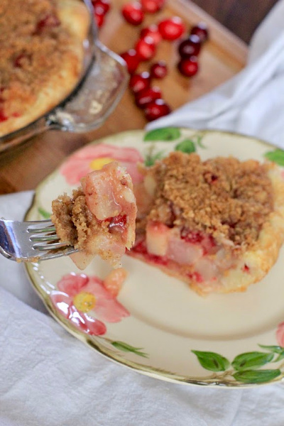 Cranberry Pear Crumb Pie