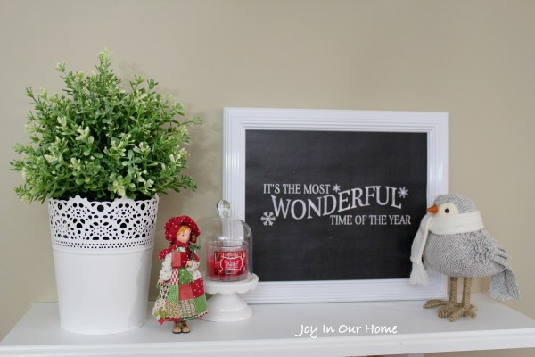 A Holiday Home Tour at www.joyinourhome. A simple but cozy Christmas.