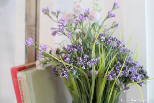 Pretty and Easy Spring Centerpieces from www.joyinourhome.com
