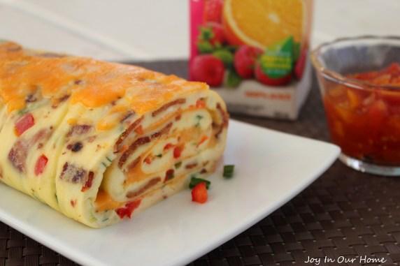 Bacon Omelete Roll at www.joyinourhome.com