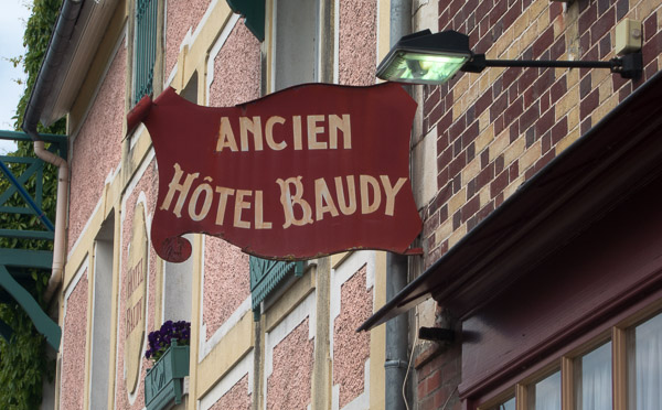 photo of sign saying Ancien Hotel Baudy