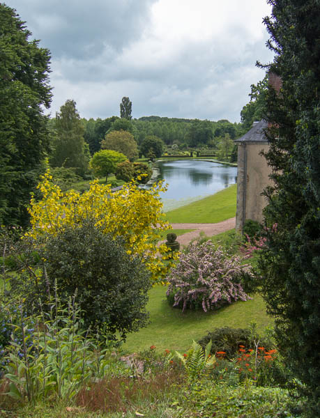 photo of flowering shrubs and lake at  Le Jardin du Plessis Sasnieres