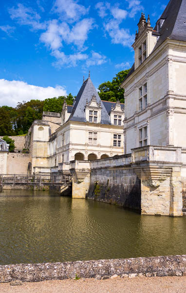 photo of front of Villandry and moat